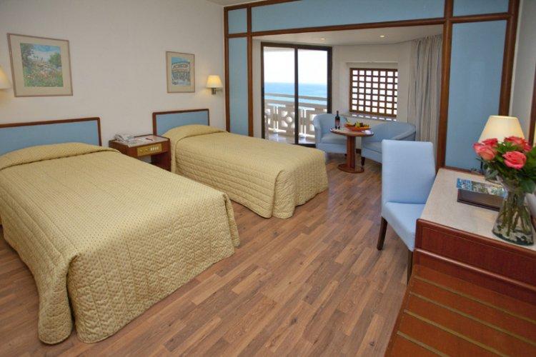 Hotel St. Raphael Resort 5* - Cipru 8