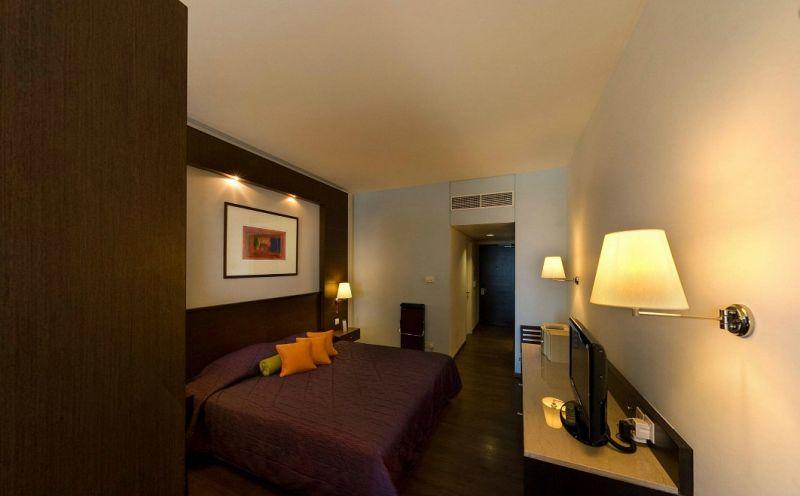 Hotel Mediterranean Beach 4* - Cipru 1