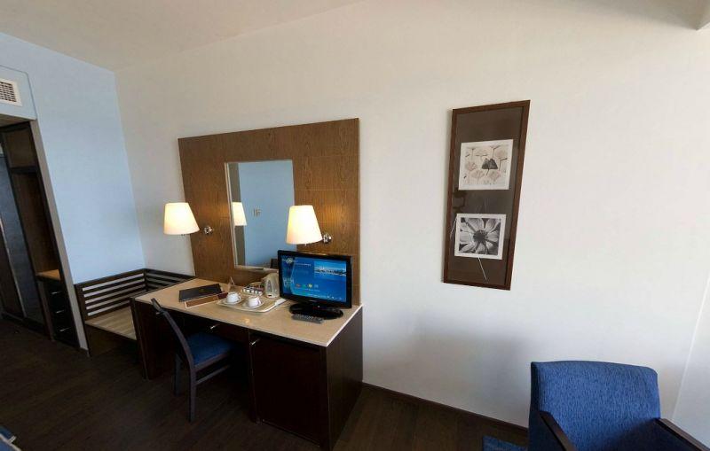 Hotel Mediterranean Beach 4* - Cipru 9