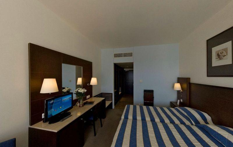 Hotel Mediterranean Beach 4* - Cipru 18